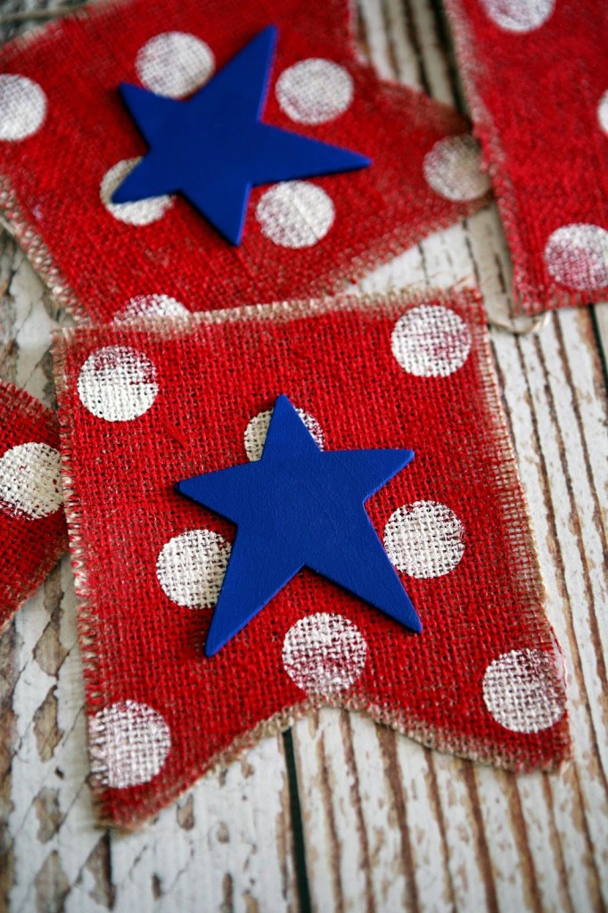 The cutest DIY Fourth of July Burlap Banner