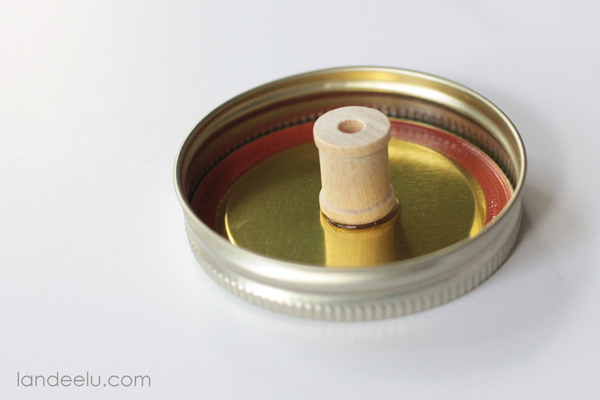 glue spool to lid
