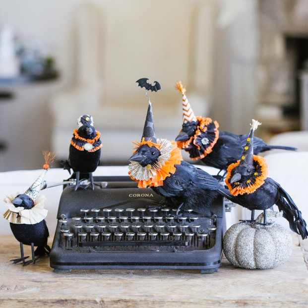DIY Elizabethan Crows | Awesome Halloween Decorations