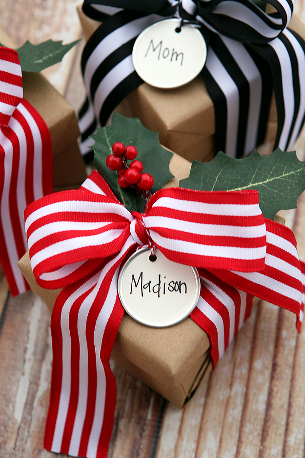 Farmhouse Christmas Gift Wrapping