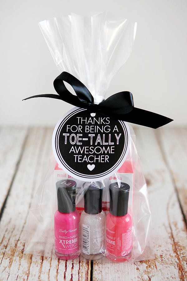 Teacher Gift Ideas | Thanks for being a toe-tally awesome teacher!