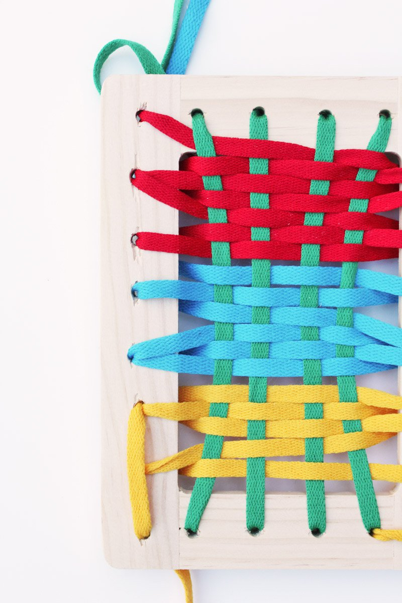 DIY-Toy-Frame-Lacers-BABBLE-DABBLE-DO-weaving