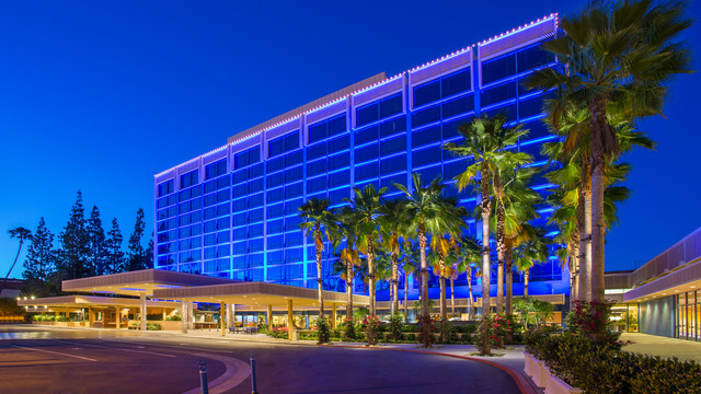 disneyland-hotel-overview-g00