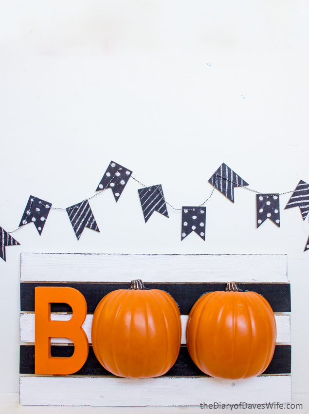 Halloween BOO Pumpkin Sign - such a fun Halloween decoration!!