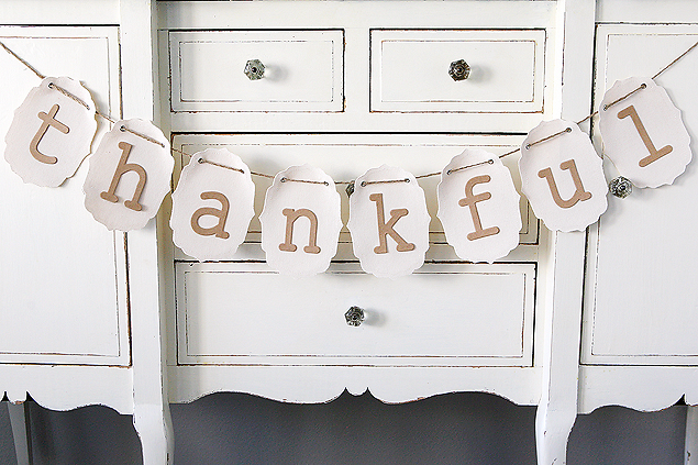 Five Minute Thankful Banner. So simple to put together only takes about 5 minutes.