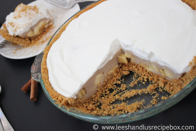Cinnamon Banana Cream Pie Recipe. So easy and delicious!