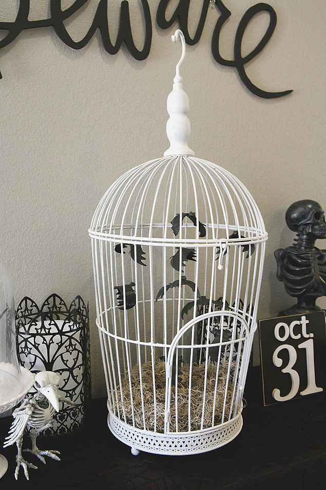 DIY Bat Cage. Such a great Halloween decoration! Love it.
