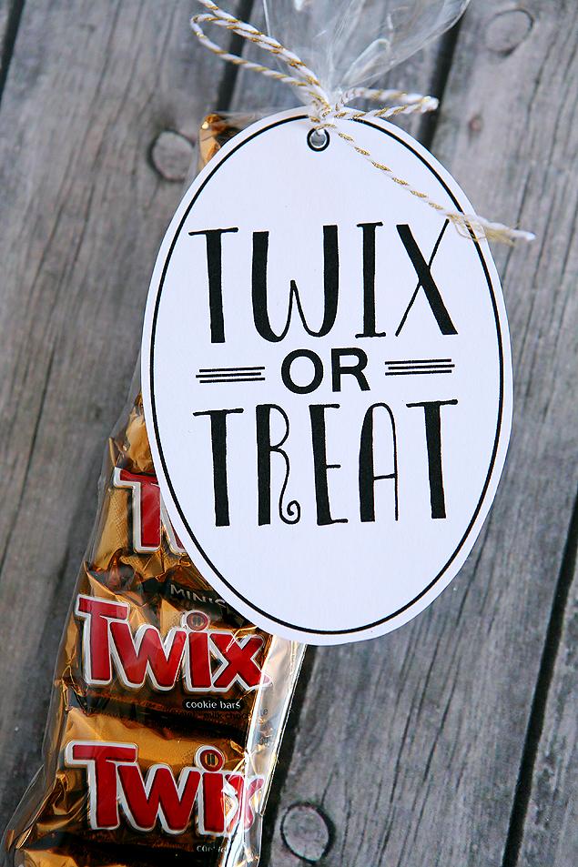 Twix or Treat Gift | Halloween Treat Ideas