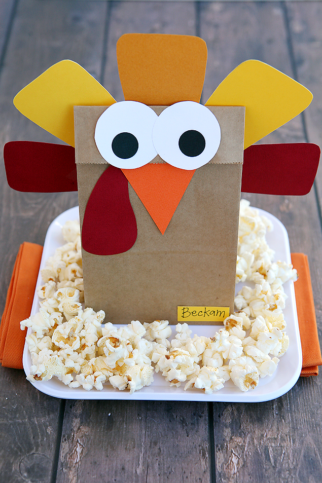 Silly Paper Bag Turkey. Cute little idea for Thanksgiving.