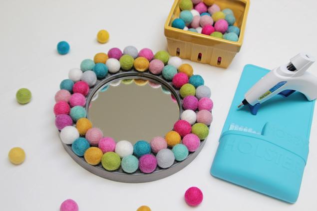 DIY Felt Ball Mirror | Cute Home Decor