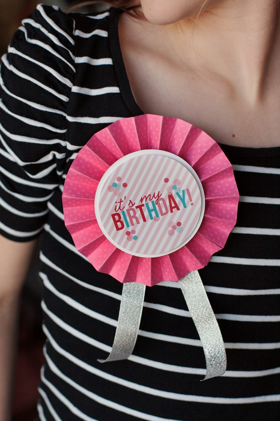 Printable Happy Birthday Button. | Free printable comes in pink and blue!