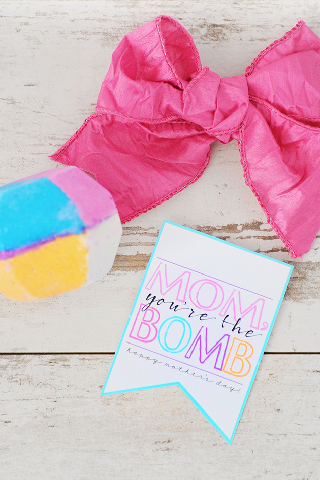 Lush Bath Bomb Mother's Day Gift | Mother's Day Gift idea, includes the free printable tag!