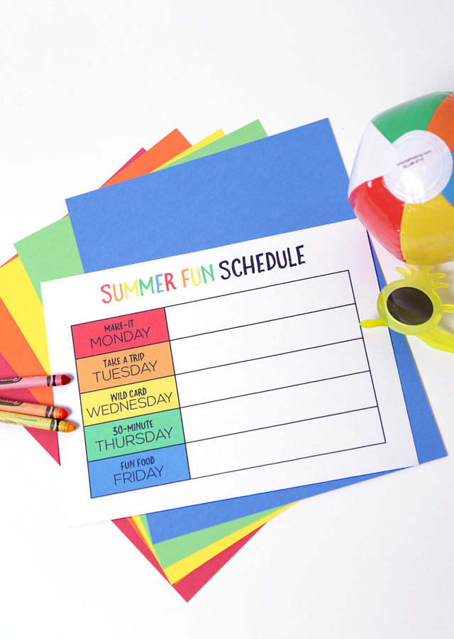 Free Printable Summer Fun Schedule | Also includes a blank version so you can make up your own days!