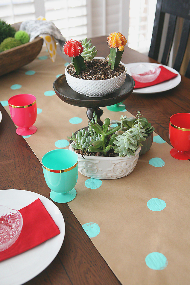 Kraft Paper Table Runner | Fun and Inexpensive Decorating Ideas