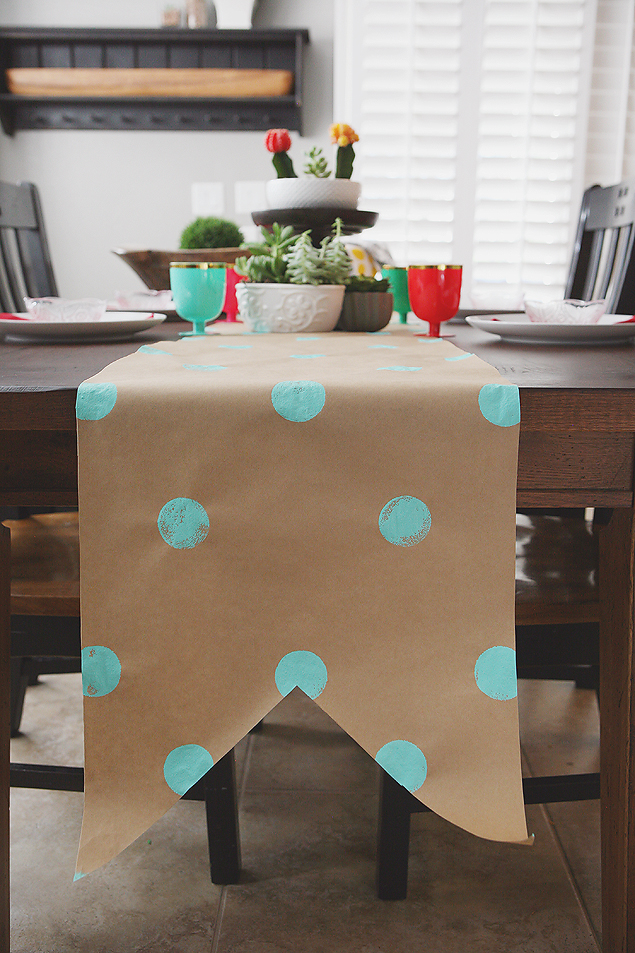 Superbe Kraft Paper Table Runner | Fun And Inexpensive Decorating Ideas