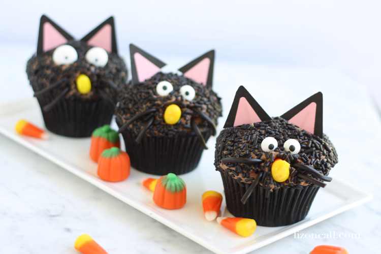 Black Cat Halloween Cupcakes | Halloween Treats