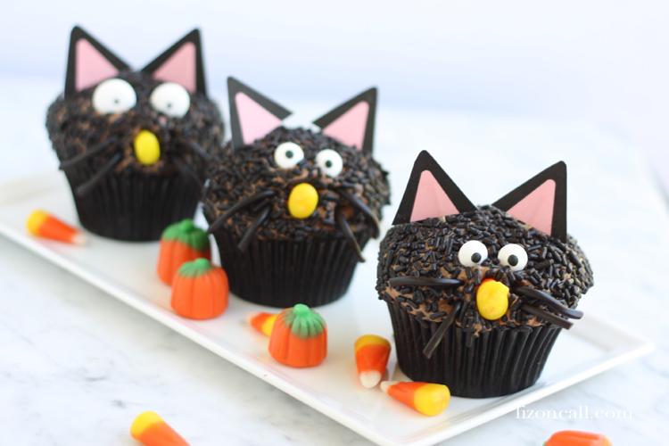 Black Cat Halloween Cupcakes | Halloween Treats