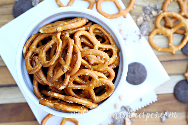 Chocolate Toffee Pretzels | Delicious chocolate covered pretzels with toffee bits!