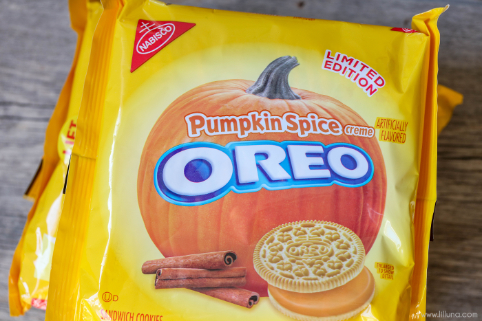 Pumpkin Oreos | Halloween Treat Ideas