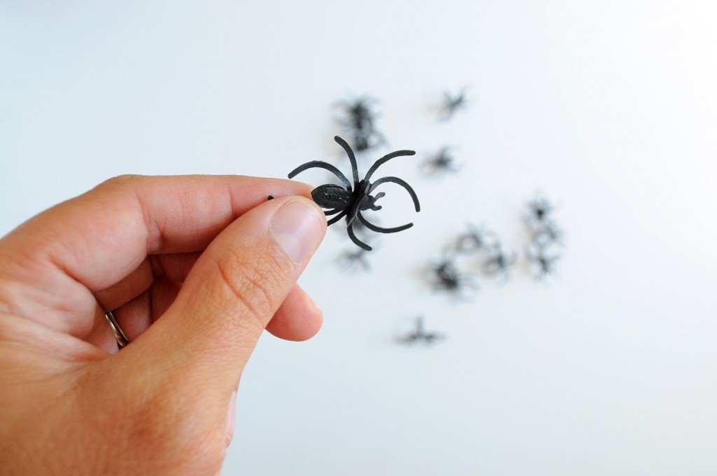 Spooky Spider Halloween Candles | DIY Halloween Decorations