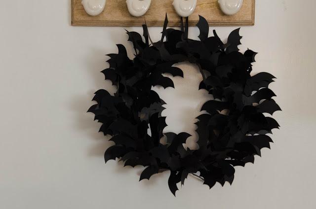 DIY Bat Wreath | Halloween Decorations