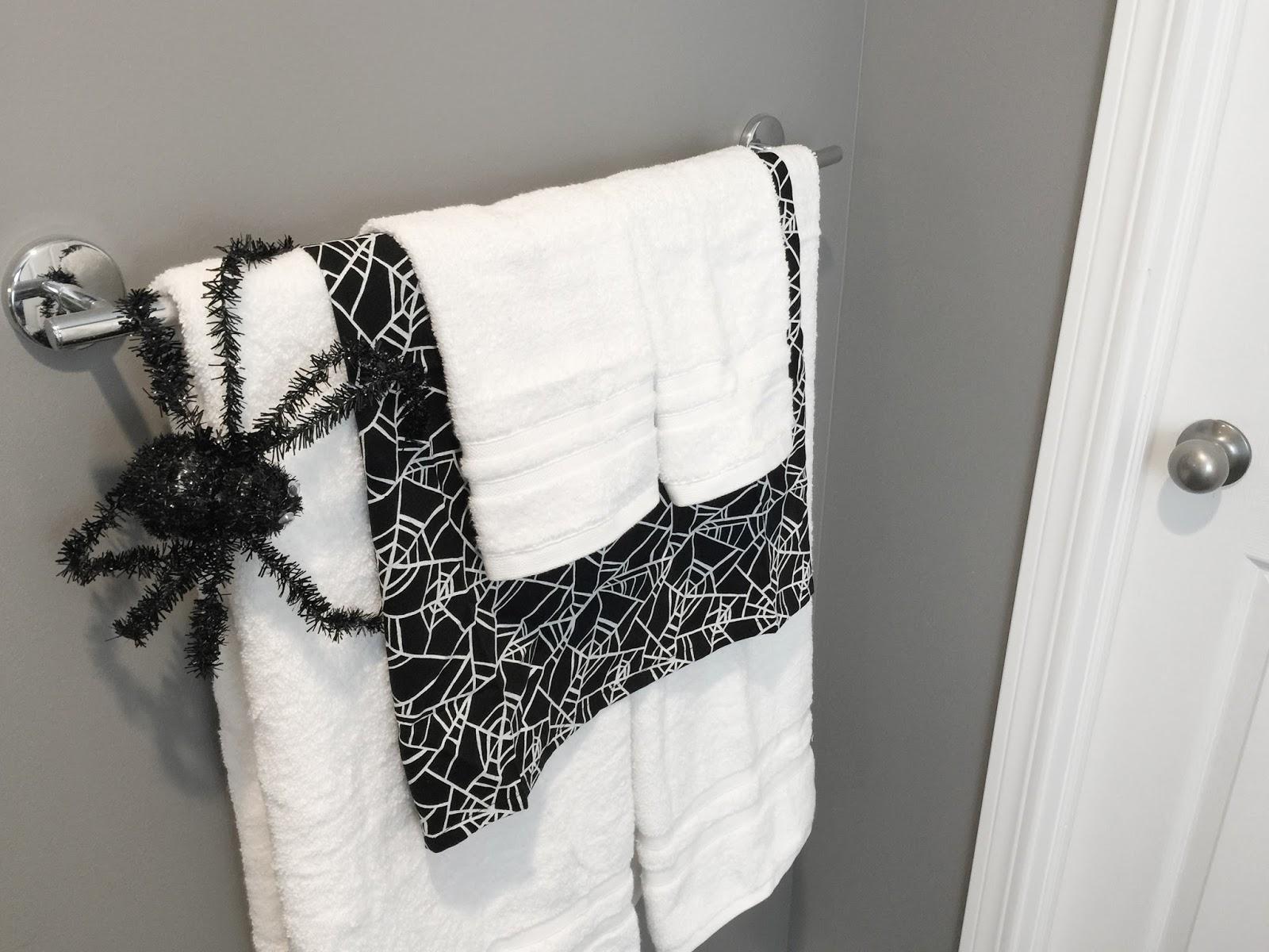 Hanging Hanger Bats | Halloween Crafts