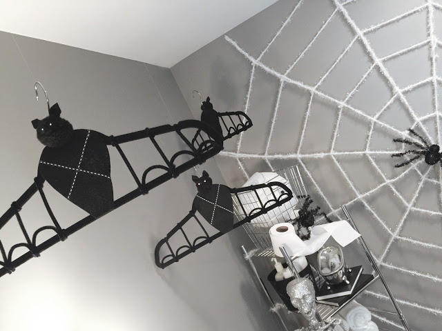 Hanging Hanger Bats