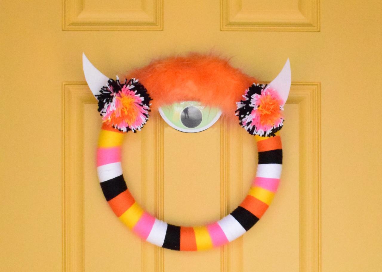 Easy Yarn Wrapped Halloween Monster Wreath