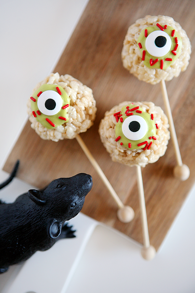 zombie eyeball rice krispies treats halloween treats
