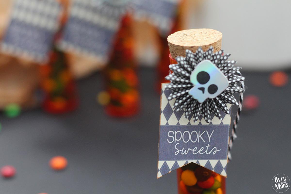 Spooky Sweets | Kids Halloween Treat Ideas using plastic test tubes