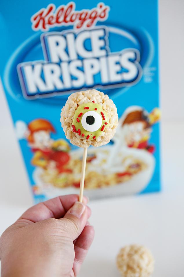 Zombie Eyeball Rice Krispies Treats | Halloween Treats