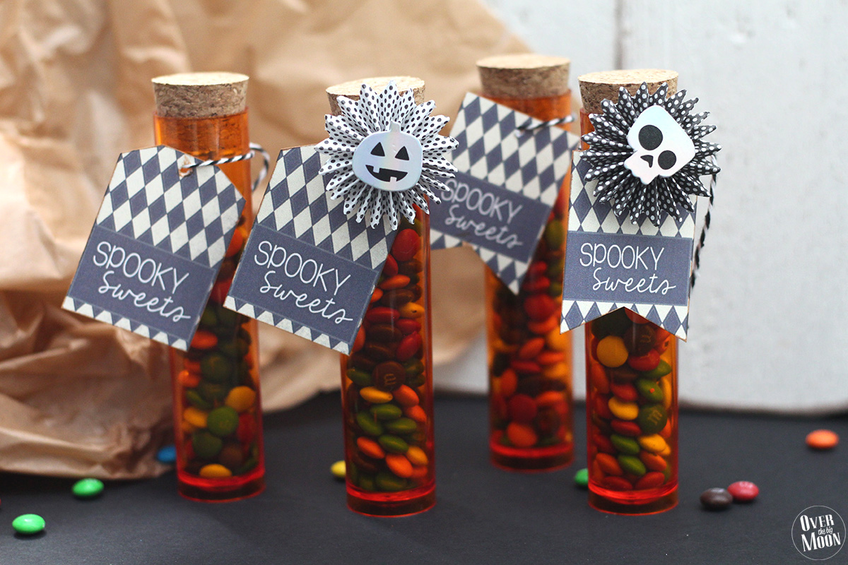 Spooky Sweets | Kids Halloween Treat Ideas using plastic test tubes