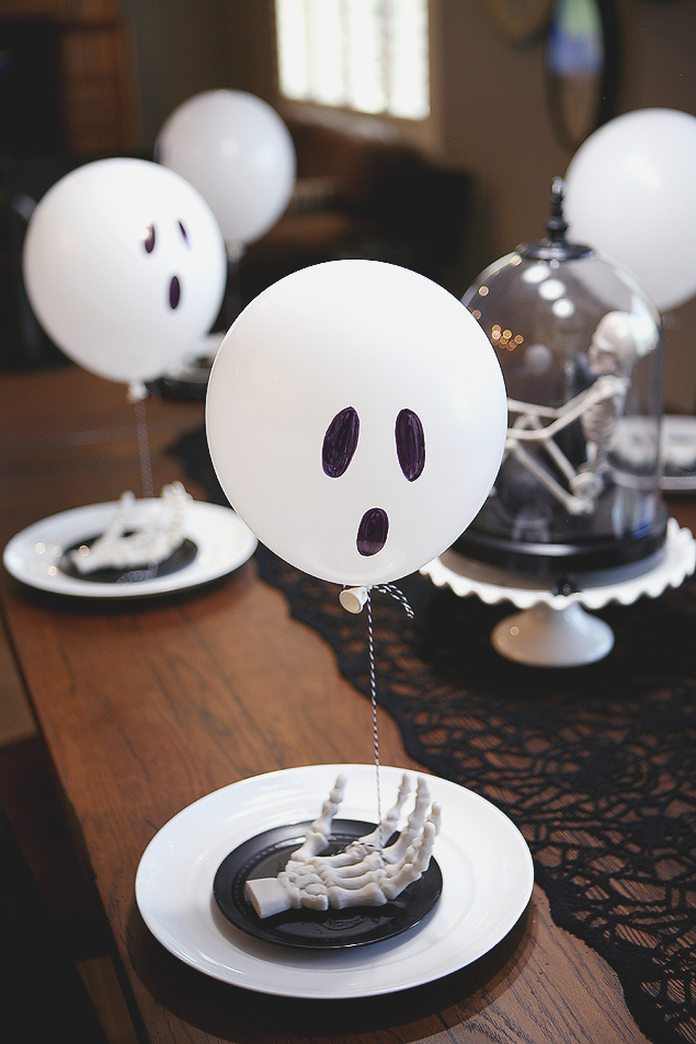 Balloon Ghost Table Setting | Halloween Ideas