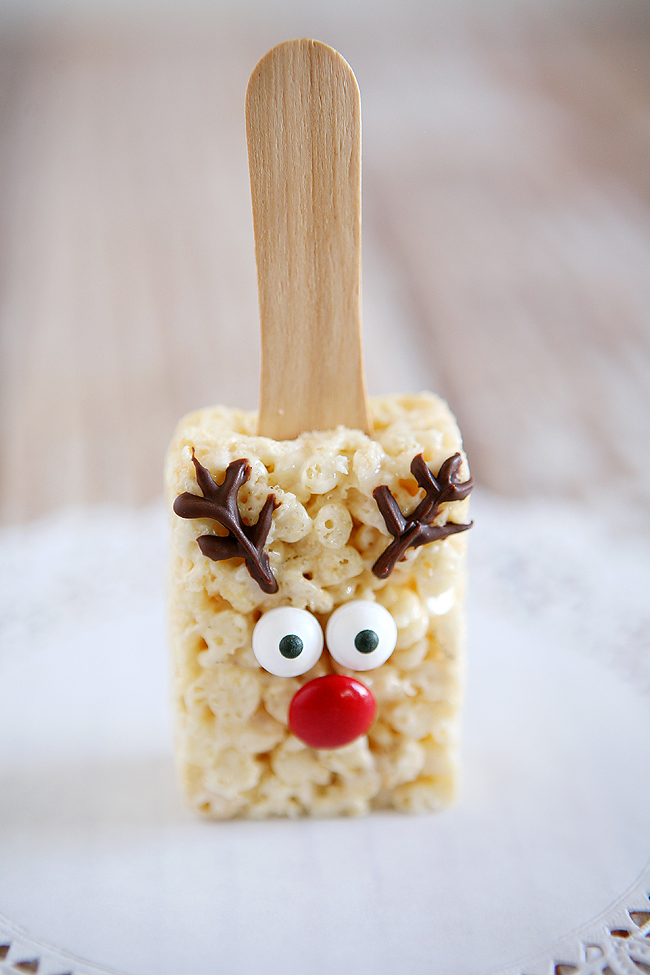 Holidays: Reindeer Rice Krispies - the cutest treat you will see all Christmas season. Make this recipe and deliver them to family and friends! From Eighteen 25 for Bake Craft Sew