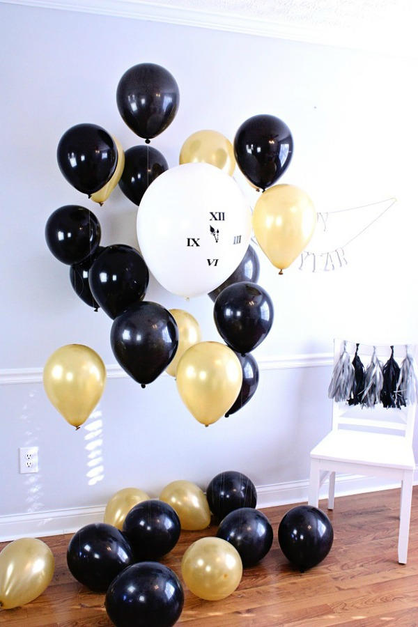 New Year's Eve Photo Booth via The Celebration Shoppe