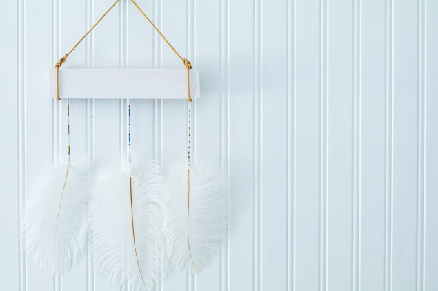 Feather Hanging Craft | DIY Home Decor Ideas