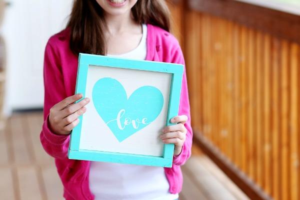 Heart Love Wood Sign via Sugar Bee Crafts