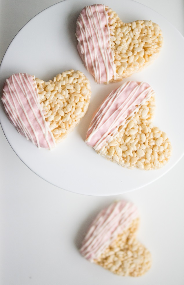 Chocolate Dipped Heart Rice Krispies Treats | Valentine's Day Treat Ideas