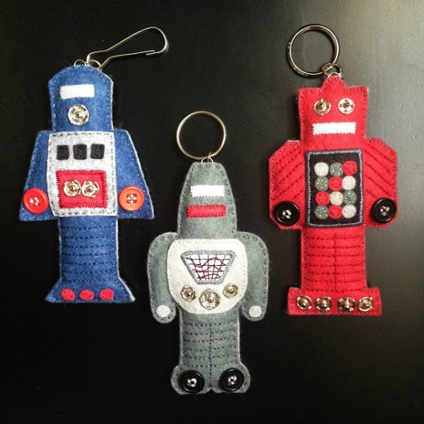 Mini Felt Robots via KBB Crafts & Stitches