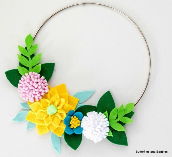 Felt Flowers on a Hoop via Butterflies and Baubles