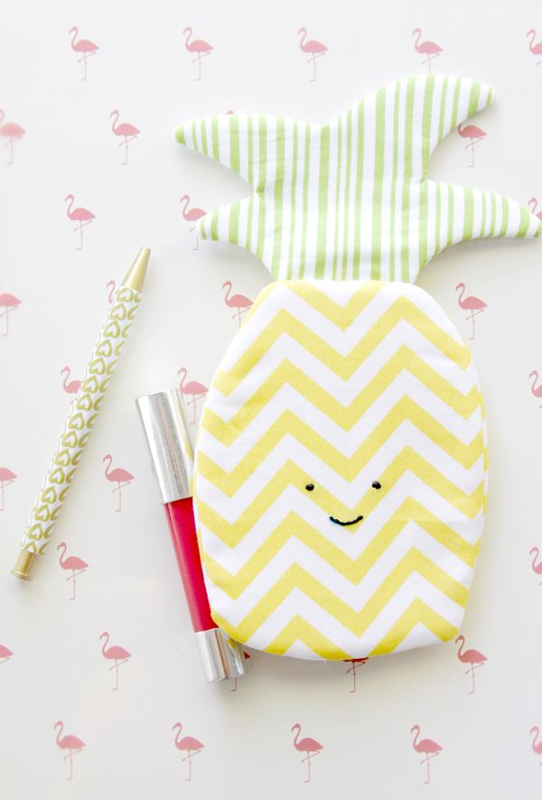 Sweet Pineapple Zipper Pouch via Flamingo Toes | Show and Tell Link Party
