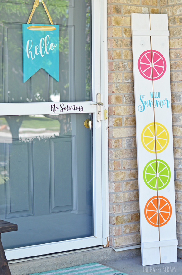 Hello Summer Front Porch Sign via The Happy Scraps