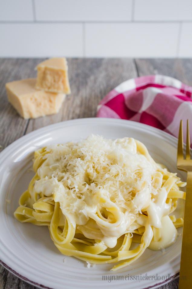 Homemade Alfredo Sauce Recipe | Easy weeknight meal ideas!