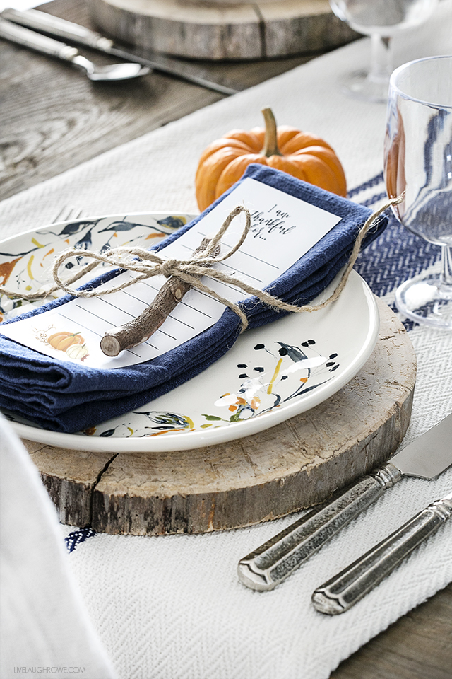 Simple Fall Tablescape with Free Printable from Live Laugh Rowe.
