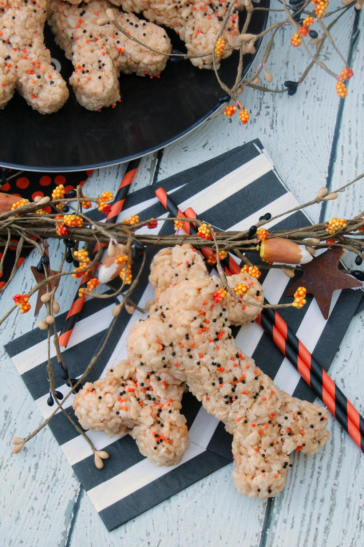Rice Krispie Treats Halloween Bones | Halloween Treat Ideas