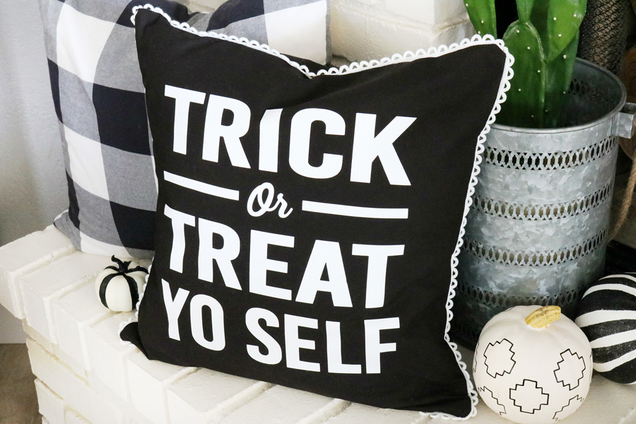 Trick Or Treat Halloween Pillow | DIY Halloween Decorations