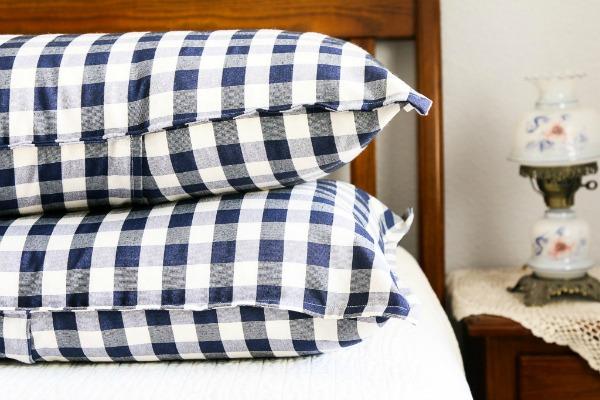 How To Make Pillow Shams via A Fresh Squeezed Life