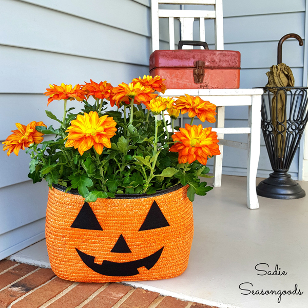 Straw Tote Pumpkin Planter via Sadie Seasongoods