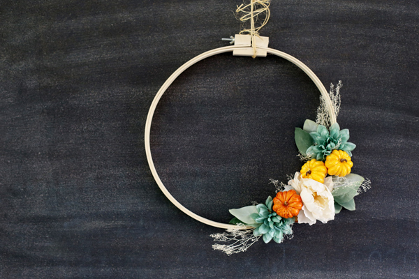 Embroidery Hoop Fall Wreath via Sugar Bee Crafts