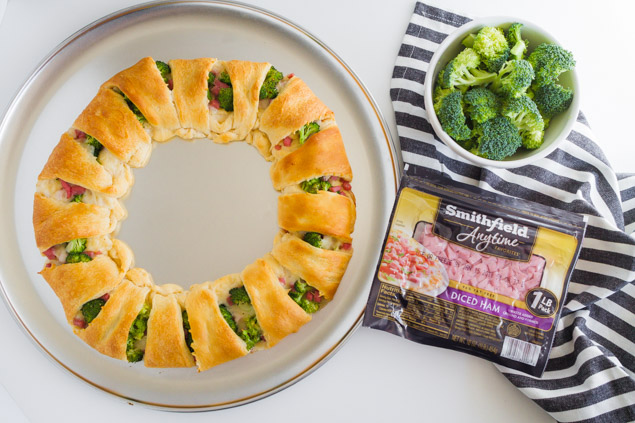 Ham and Broccoli Ring | The perfect appetizer that's easy to put together and tastes great!
